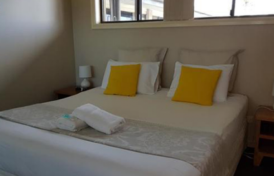 mermaid beach motel 2 bedroom spa, king bed, two single beds, futon foldout and private spa