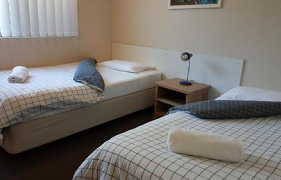mermaid beach motel 2 bedroom suite, king bed, two single beds, futon foldout and private spa