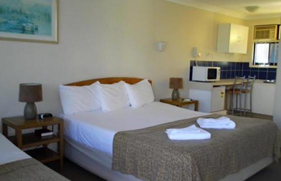 twin room mermaid beach motel
