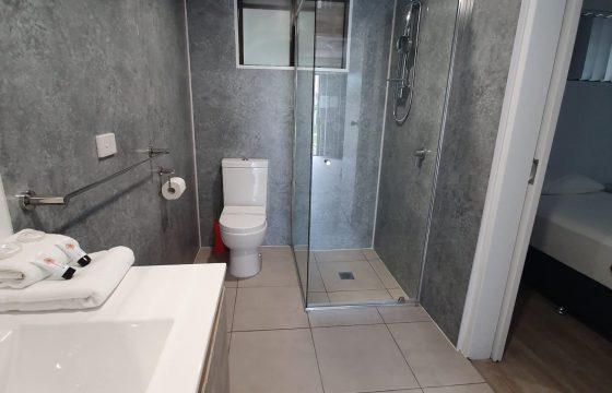 deluxe family suite bathroom